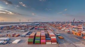 Containerterminal in de haven van Hamburg in goed weer stock foto