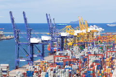 Containerterminal in havenlading royalty-vrije stock foto's