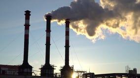 Contaminación atmosférica de los tubos de la planta industrial metrajes