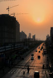 Contaminación atmosférica en Shangai bajo puesta del sol, PM2 5, China fotos de archivo