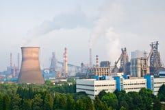Contaminación china del humo de la acería Imagen de archivo