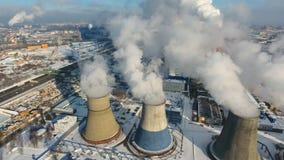 Contaminación, contaminación, concepto del calentamiento del planeta Humo y vapor de la central eléctrica industrial metrajes