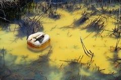 Contaminación de agua coloreada Fotografía de archivo
