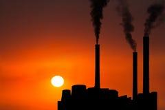 Contaminación de la industria de la fábrica de la puesta del sol de la salida del sol Fotografía de archivo libre de regalías
