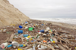 Contaminación de la playa Fotografía de archivo libre de regalías