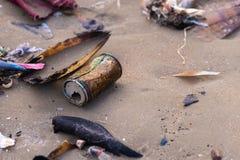 Contaminación de la playa Imágenes de archivo libres de regalías