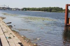 Contaminación industrial de los cuerpos del agua Foto de archivo libre de regalías
