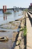 Contaminación industrial de los cuerpos del agua Foto de archivo
