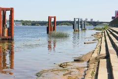Contaminación industrial de los cuerpos del agua Fotos de archivo libres de regalías