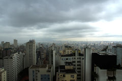 Contaminación sobre el horizonte de Sao Paulo Foto de archivo