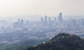 Contaminación sobre la ciudad Imagenes de archivo