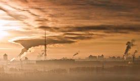 Contaminación atmosférica en ciudades. Fotos de archivo