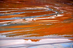 Contaminación del agua de mina de cobre en Geamana, Rumania Foto de archivo