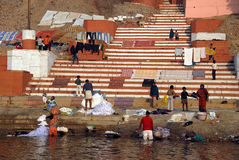 Contaminación en el río de Ganges Imagen de archivo libre de regalías