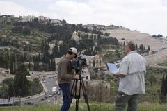 Contaminazione delle troupe televisiva in Kidron Valley, Israele Immagini Stock