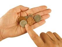 Contando moedas de um centavo BRITÂNICAS, pobreza, conceito da dificuldade Fotografia de Stock