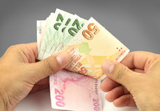Contando o dinheiro Notas de banco turcas Lira turca Fotos de Stock