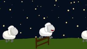 Contando ovejas ese salto sobre una cerca de madera en una noche estrellada stock de ilustración