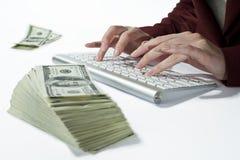 Contando seu dinheiro Fotografia de Stock Royalty Free
