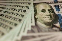 Contant geld 100 dollarsachtergrond Stock Foto