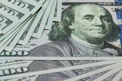Contant geld 100 dollarsachtergrond Stock Afbeeldingen