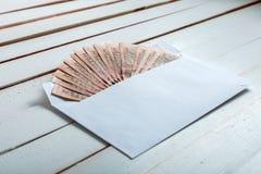 Contant geld in een envelop Oekraïense hryvnia Royalty-vrije Stock Fotografie