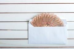 Contant geld in een envelop Oekraïense hryvnia Royalty-vrije Stock Afbeelding