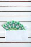 Contant geld in een envelop Oekraïense hryvnia Royalty-vrije Stock Afbeeldingen