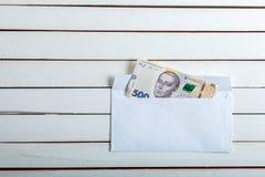 Contant geld in een envelop Oekraïense hryvnia Stock Afbeelding