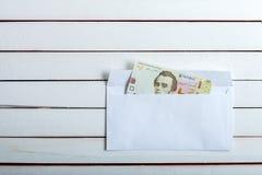 Contant geld in een envelop Oekraïense hryvnia Stock Fotografie