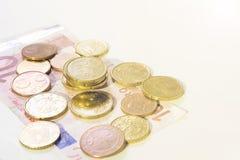 Contant geld met muntstukken en munt Royalty-vrije Stock Foto