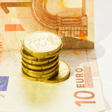 Contant geld met muntstukken en munt Stock Foto's