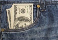 Contant geld in uw zak Royalty-vrije Stock Afbeeldingen