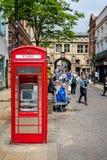 Contant geldmachine in rode telefoonkiosk, Lincoln royalty-vrije stock foto's