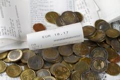 Contant geldontvangstbewijzen met een bedrag van 18.17 Euro stock fotografie