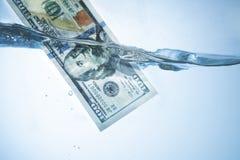 Contanti illegali di riciclaggio di denaro, dollari di fattura, soldi ombreggiati, corru Fotografia Stock