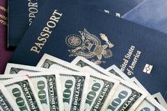 Contanti & passaporti Immagini Stock