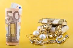 Contanti per il concetto dei gioielli dell'oro Fotografia Stock Libera da Diritti