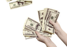 Contar de nuevo cientos billetes de dólar en las manos de un niño en un whi Imagenes de archivo