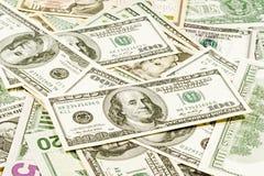 Contas de dólar americanas dispersadas em um caótico Imagens de Stock Royalty Free