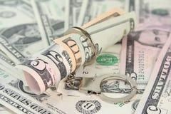 Contas de dólar com algemas Fotografia de Stock Royalty Free
