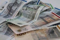 Contas de dinheiro com motriz diferentes de pontes dinamarquesas Fotografia de Stock
