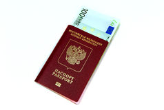 Contas do Euro no passaporte Imagens de Stock