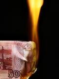 Contas dos rublos do russo no incêndio Foto de Stock