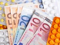 Contas e comprimidos de dinheiro do Euro Fotografia de Stock Royalty Free