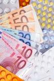 Contas e comprimidos de dinheiro do Euro Imagem de Stock Royalty Free