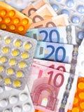 Contas e comprimidos de dinheiro do Euro Fotografia de Stock