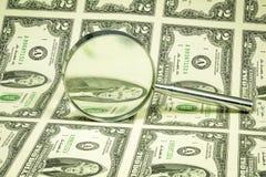 $2 contas e lupa neles Imagem de Stock Royalty Free