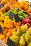 Contatore con frutta immagine stock libera da diritti