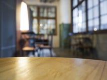 Contatore del piano d'appoggio con il fondo vago dell'interno del ristorante del caffè di Antivari Fotografia Stock
